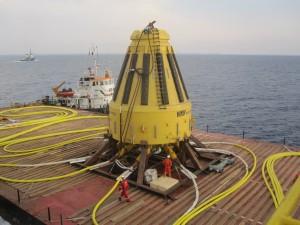 """המצוף הימי שעות ספורות לפני התקנתו כעשרה ק""""מ מול חופי חדרה"""